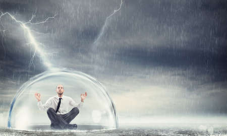Bescherm de financiële en economische sereniteit Stockfoto - 74154812