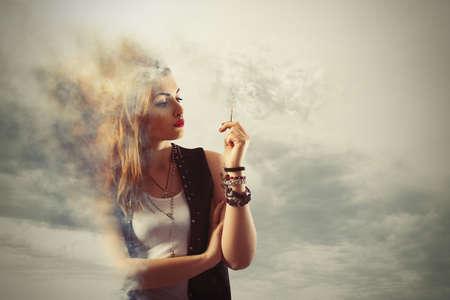 危険な喫煙 写真素材