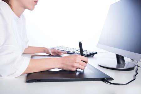 Vrouw ontwerper op het werk