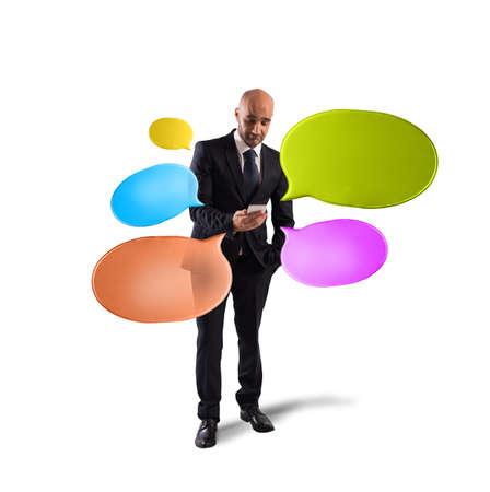 gente comunicandose: Redes y envío de mensajes