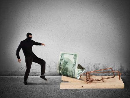 Trampa de dinero ladrón Foto de archivo - 78059365