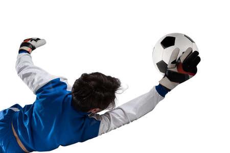 ゴールキーパーは、サッカーの試合中にスタジアムでボールをキャッチします。