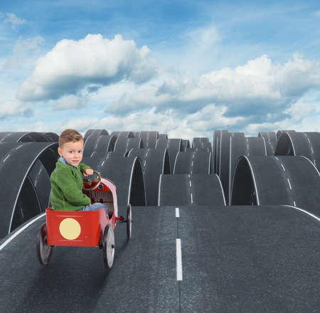 Difícil futuro de un niño con calles disjointed Foto de archivo