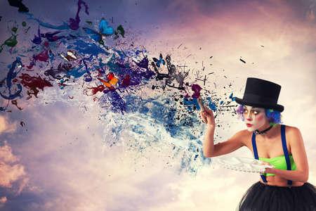 Maler-Clown malt den Himmel mit buntem Splash-Effekt Standard-Bild - 80024437