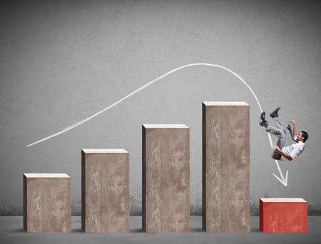 Biznesmen spada na negatywną statystykę. Pojęcie kryzysu i problemu