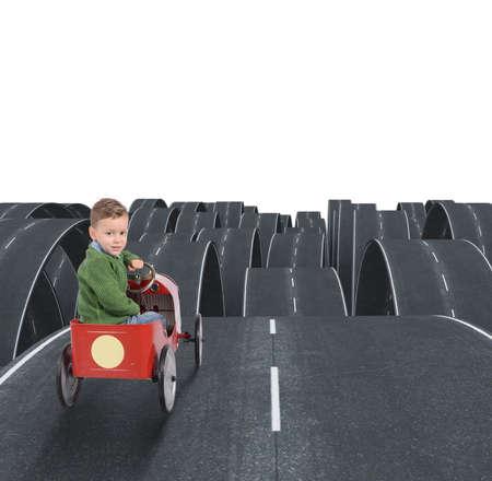 voyage: Un avenir difficile d'un enfant avec des rues disjointes Banque d'images