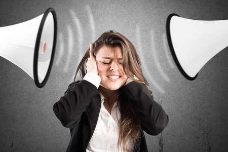 비명을 지르는 동료들과 스트레스 개념 스톡 콘텐츠