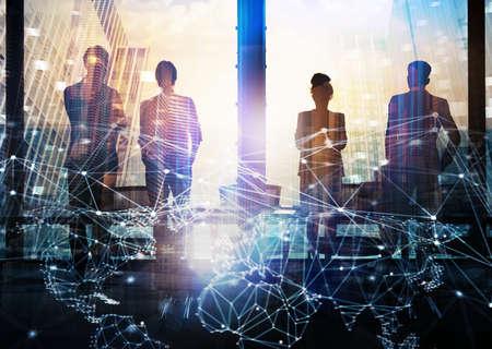 Grupo de socios de negocios buscando el futuro con el efecto digital de red Foto de archivo