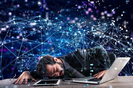 実業家技術ネットワークの中に閉じ込め。インターネット中毒の概念 写真素材