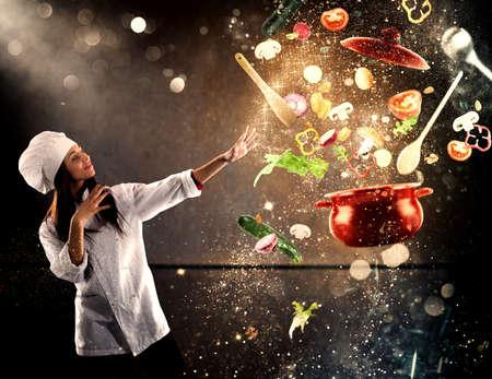 Magische chef-kok klaar om een ??nieuwe gerecht te koken Stockfoto - 86541016