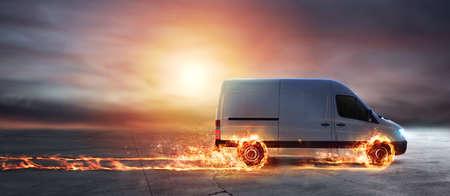Super szybka dostawa paczek z furgonetką z płonącymi kołami Zdjęcie Seryjne