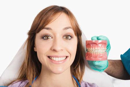 Dentist shows how to apply a brace 版權商用圖片 - 102367710