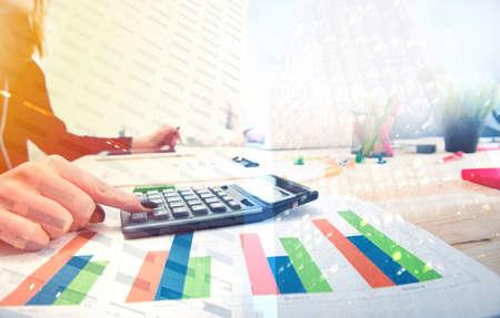 Wachsender Statistikbericht eines Startup-Unternehmens Standard-Bild - 104088111