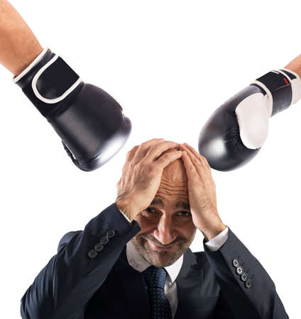 Businessman receives fists from competitors. concept of difficult career Banque d'images - 105650701