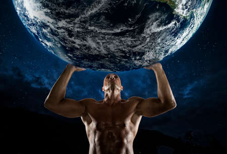Bodybuilder man that holds the world with his strength 版權商用圖片 - 107161424