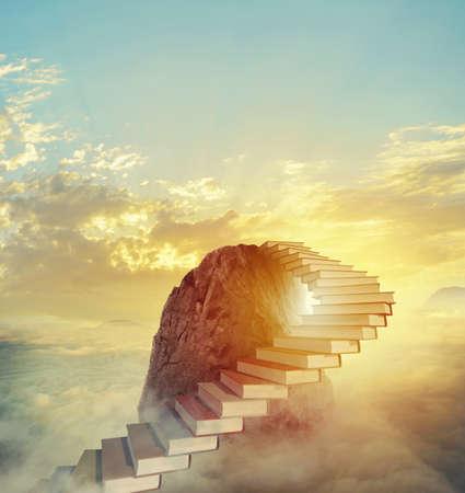 Aspira a papeles prestigiosos subiendo una escalera de libros.