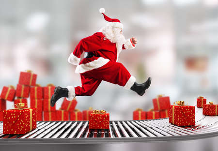 Santa Claus runs on the conveyor belt to arrange deliveries at Christmas time Standard-Bild
