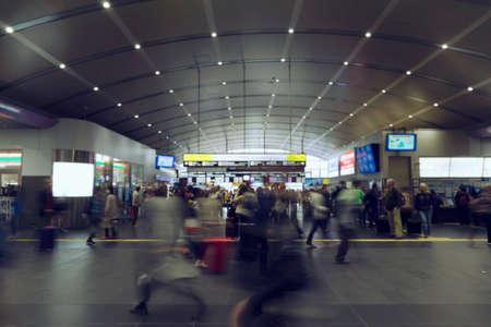 Motion of people that walk in a modern station 版權商用圖片
