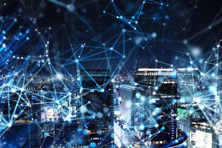 Schnelle Verbindung in der Stadt bei Nacht. Abstrakter Technologiehintergrund