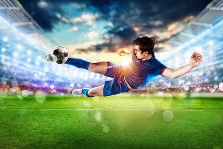 Soccer player kicks the ball vigorously at the stadium Banque d'images - 134780359