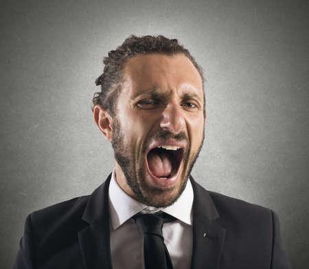 Homme d'affaires furieux hurlant Banque d'images