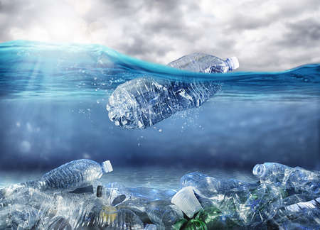 Floating bottle. Problem of plastic pollution under the sea concept 写真素材 - 127978436