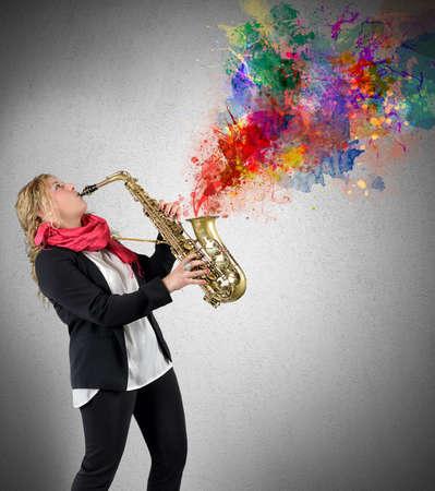 Women saxophonist