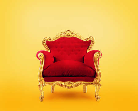Sillón de lujo rojo y dorado. Concepto de éxito Foto de archivo