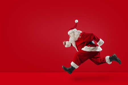 Babbo Natale corre veloce sul rosso