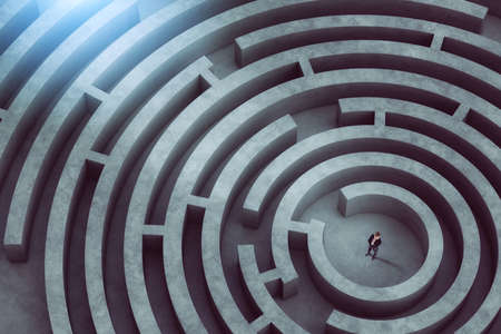 Confused businessman thinks how to find the right way to exit from a big maze Standard-Bild