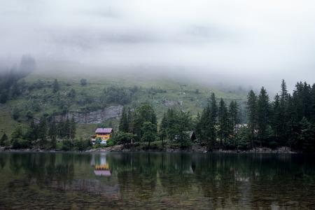 Haus am See mit Spiegelung. Appenzell, Schweiz.