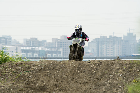 showoff: Motocross on the dirt path