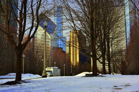 Snowing à Chicago rue de la ville. Banque d'images - 58703157