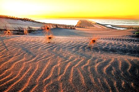 Mooi strand zand en zee bij zonsondergang tijden - Vintage Filter en Boost up kleur Processing, Taiwan