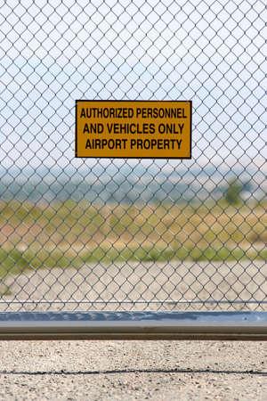 delito: seguridad de los aeropuertos - el personal autorizado y veh�culos �nico signo