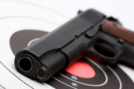fbi: Pistolet sur cible, la macro avec peu de profondeur de champ  Banque d'images