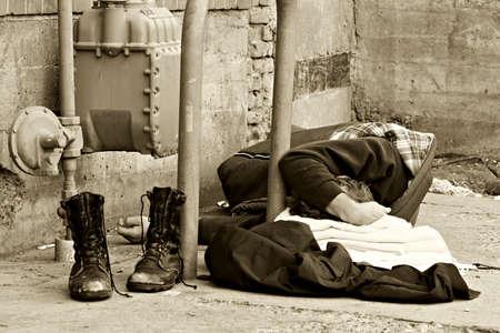 alejce: bezdomnych ludzi, śpiących w alejce. przeliczone, aby dodać do nastrój obrazu.
