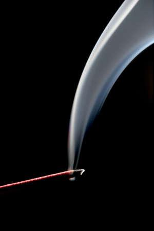 incienso: palo de incienso con m�s de humo negro