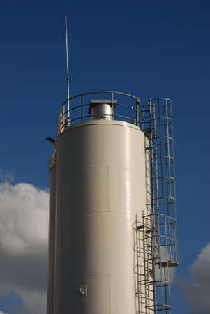 cisterna: edificio industrial: cisterna
