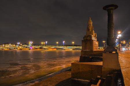 esfinge: Egyptian Sphinx on the background of the bridge across the river Neva.