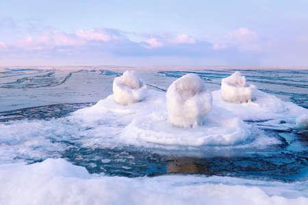 Fantastic Winter seascape on the Baltic sea 版權商用圖片