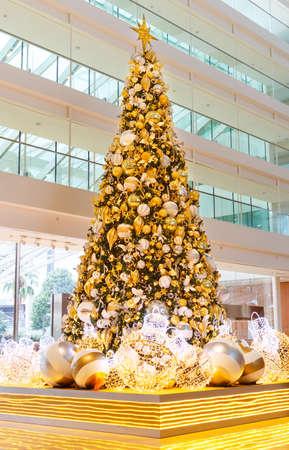 Singapore, Singapore-November 25, 2019: Christmas tree at Marina Bay Sands hotel, Singapore 写真素材 - 159275701
