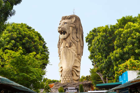 Singapore, Singapore-November 27, 2019: Large statue of Merlion on Sentosa Island 報道画像