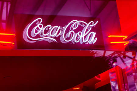 Singapore, Singapore-November 28, 2019: The logo of Coca Cola of neon tubes in vintage style 写真素材 - 159275710