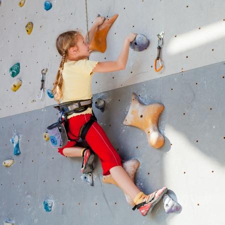 teenager climbing a rock wall Zdjęcie Seryjne
