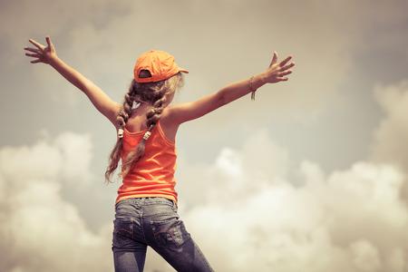 teenager  standing on a mountain top 版權商用圖片 - 31473497
