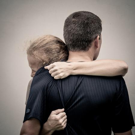 Sad woman hugging her husband Stockfoto