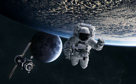 Astronaut, ISS in low Earth orbit. Moon. Solar system. Science fiction. Banque d'images