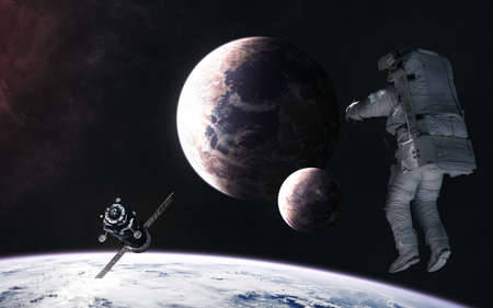 Astronaut, space station orbiting planet in deep space. Science fiction. Banque d'images