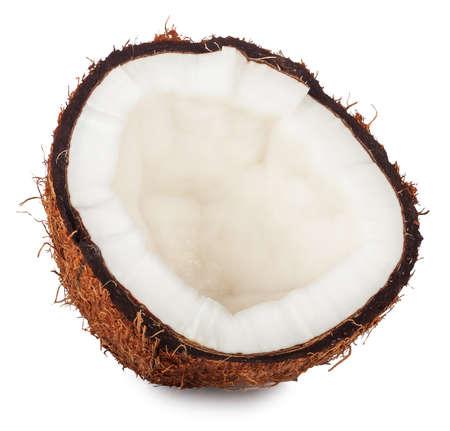cocotier: une moitié de noix de coco isolé sur fond blanc